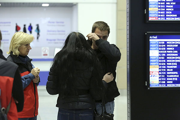 A man reacts next to Russian Emergencies Ministry members at Pulkovo airport in St. Petersburg, Russia, October 31, 2015. A Russian airliner carrying 224 passengers and crew crashed in Egypt's Sinai peninsula on Saturday, the Egyptian civil aviation authority said, and a security officer who arrived at the scene said most of the passengers appeared to have been killed. The Airbus A 321, operated by Russian airline Kogalymavia, was flying from the Sinai Red Sea resort of Sharm el-Sheikh to St Petersburg in Russia when it went down in a desolate mountainous area of central Sinai soon after daybreak, the aviation ministry said. REUTERS/Peter Kovalev