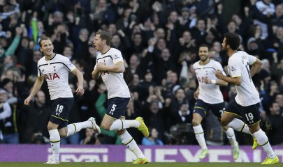 Tottenham Hotspur's Jan Vertonghen, second left, celebrates after scoring a goal during the English Premier League soccer match between Tottenham Hotspur and Sunderland at White Heart Lane, London, England, Saturday, Jan. 17, 2015. (AP Photo/Tim Ireland)