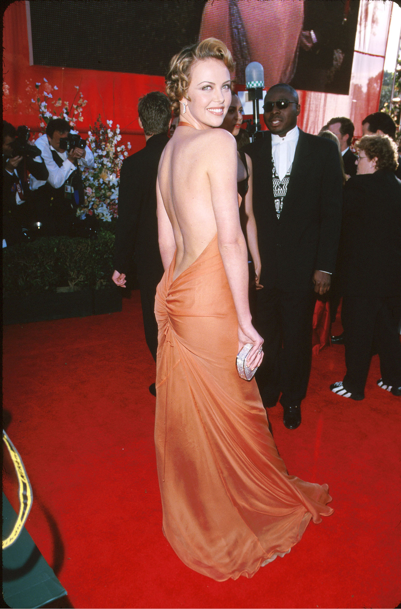 All-eyes-were-Charlize-Theron-Oscars-2000
