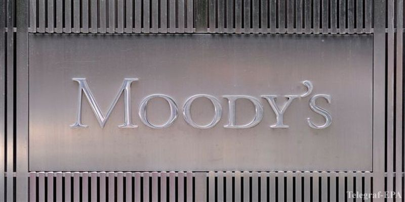 epa03281695 (FILE) A file picture dated 13 July 2011 shows the Moody's logo outside the offices of Moody's Corporation in New York, New York, USA. According to media reports on 25 June 2012, ratings agency Moody's have down graded the creditworthiness of more than two dozen financial institutions in Spain. Earlier in the day the Spanish government had officially requested help from the euro bailout fund for the distressed financial sector.  EPA/ANDREW GOMBERT
