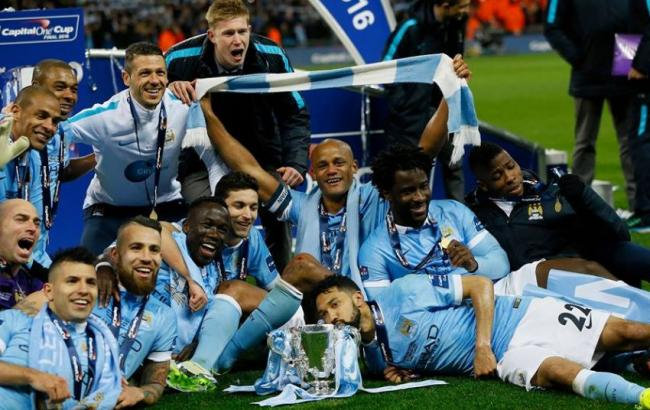 manchester_city_players_celebrate_their_capital_one_cup_final_victory_850x560_650x410