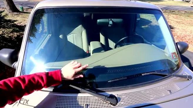 Лобовое стекло на а автомобиль тойота королла