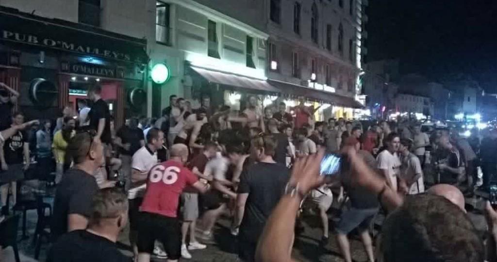 anglijskie_futbolnie_fanati_ustroili_besporyadki_v_marsele