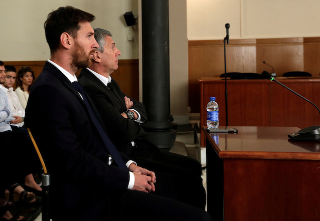 Barcelona's Argentine soccer player Lionel Messi (L) sits in court with his father Jorge Horacio Messi during their trial for tax fraud in Barcelona, Spain, June 2, 2016. REUTERS/Alberto Estevez/Pool/Files - RTX2JXHU