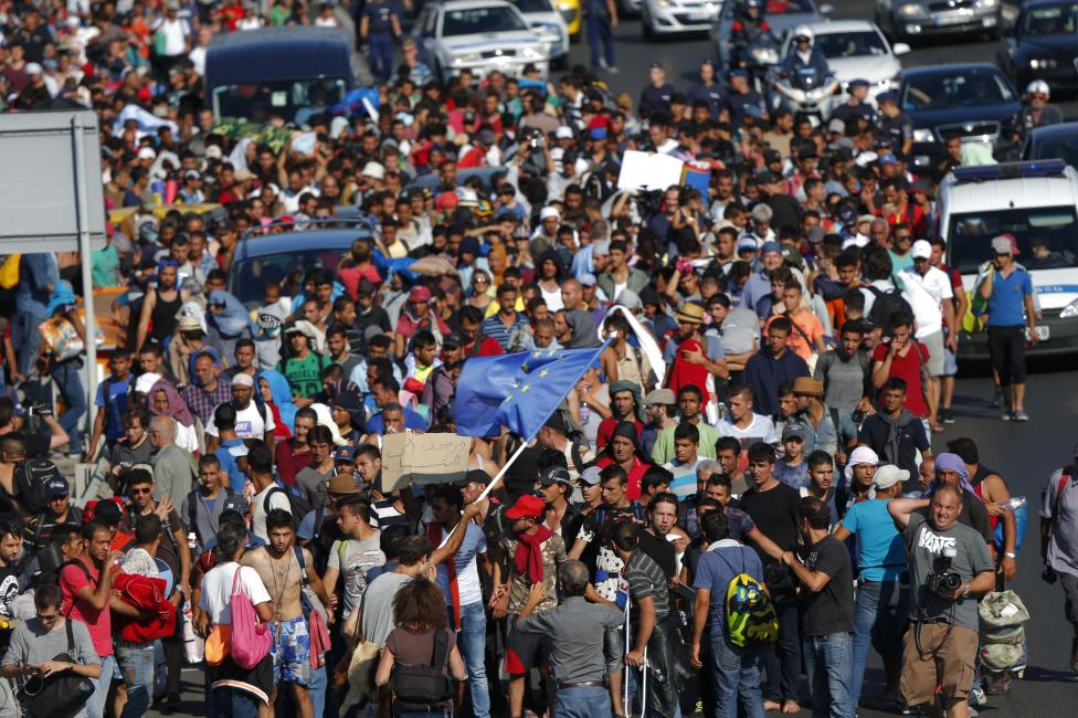 Migrants march along the highway for the border with Austria, out of Budapest, Hungary, September 4, 2015. REUTERS/Laszlo Balogh