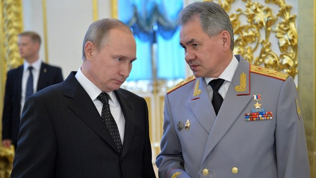 Russian President Vladimir Putin (L) talks to Defence Minister Sergei Shoigu during a reception to honour graduates of military academies at the Kremlin in Moscow, Russia, June 28, 2016. Sputnik/Kremlin/Alexei Druzhinin/via REUTERS ATTENTION EDITORS - THIS IMAGE WAS PROVIDED BY A THIRD PARTY. EDITORIAL USE ONLY. - RTX2IOGI