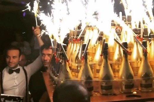 rossijskie-futbolisty-mamaev-i-kokorin-potratili-na-shampanskoe-250-ty-71739066