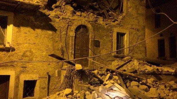 Мощное разрушительное землетрясение в Италии: много людей под завалами (ФОТО)