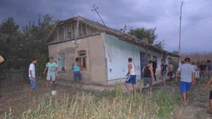mestnye-zhiteli-razgromili-doma-romov_rect_8e2126c203f47bbcdf1784e7e6c6d721