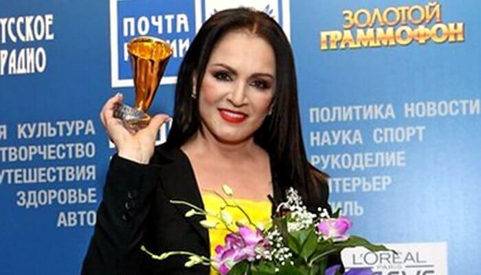 sofiya-rotaru-priehala-v-moskvu-na-zolotoy-grammofon-2015_1
