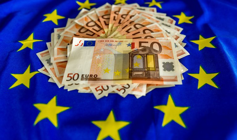 FRANCE-EU-ECONOMY-CURRENCY-EURO-FEATURE