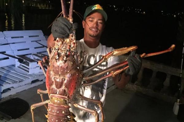 monster-14-pound-lobster-caught-in-bermuda-after-hurricane-nicole