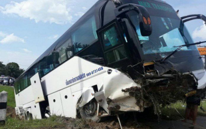 v-tailande-avtobus-s-40-rossiyanami-popal-v-dtp-est-postradavshie-foto-696x435