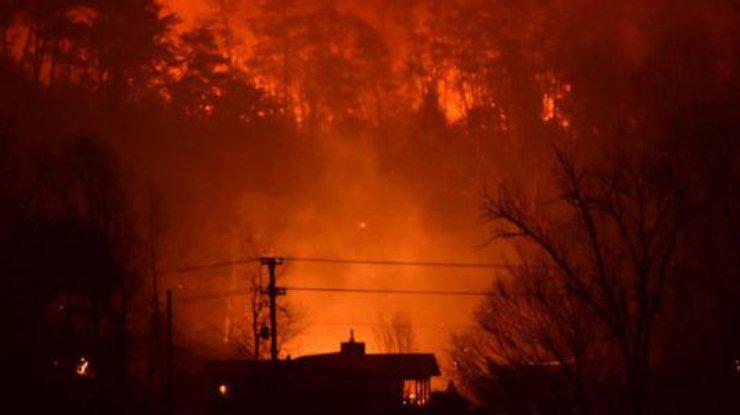 pozhar-v-tennessi-evakuirovano-bolee-14-tys-chelovek_rect_9e64c3213c7a28b2473978f70c69e69a