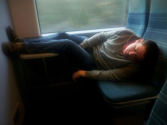 6158if_you_want_to_sleep_do_not_do_it_in_the_train_10