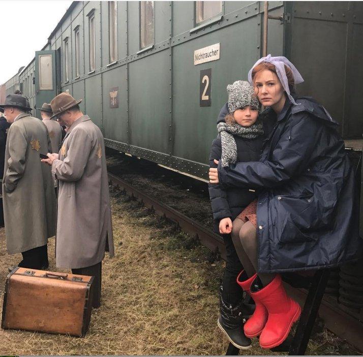 mariya-kozhevnikova-podelilas-v-instagram-foto-so-semok-filma-sobibor_1