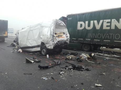 24e405d 1 - Жуткая ДТП: Пассажирский автобус столкнулся с грузовиком. Есть погибшие