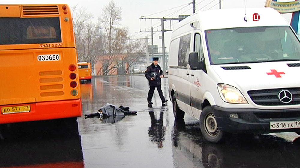 581 - Шокирующее ДТП: автобус протащил женщину по шоссе почти 2 км +ВИДЕО