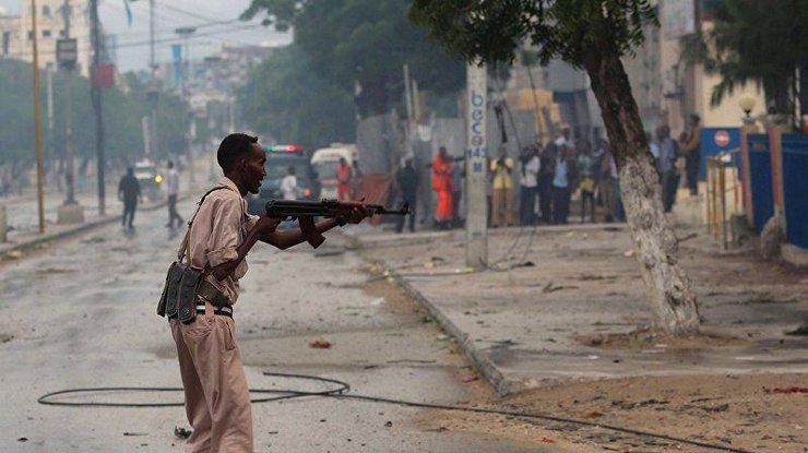 v-somali-boeviki-sovershili-napadenie-na-otel-pogibli-15-chelovek_rect_aa8efeba9a6c918626b7d4882f6e5c7d