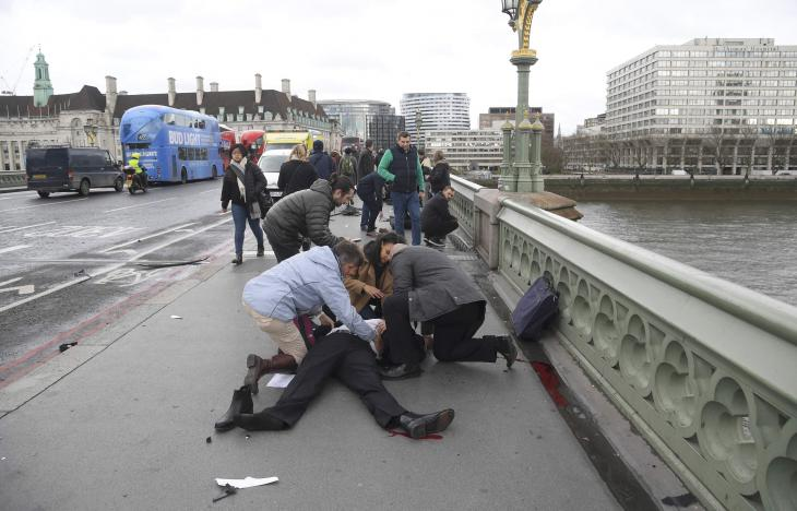 Injured people are assisted after an incident on Westminster Bridge in London, March 22, 2017.  REUTERS/Toby Melville