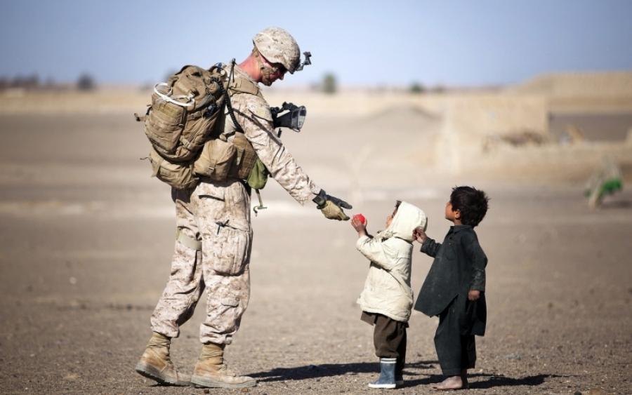441801_soldat_deti_afganistan_1680x1050_www.getbg_.net_