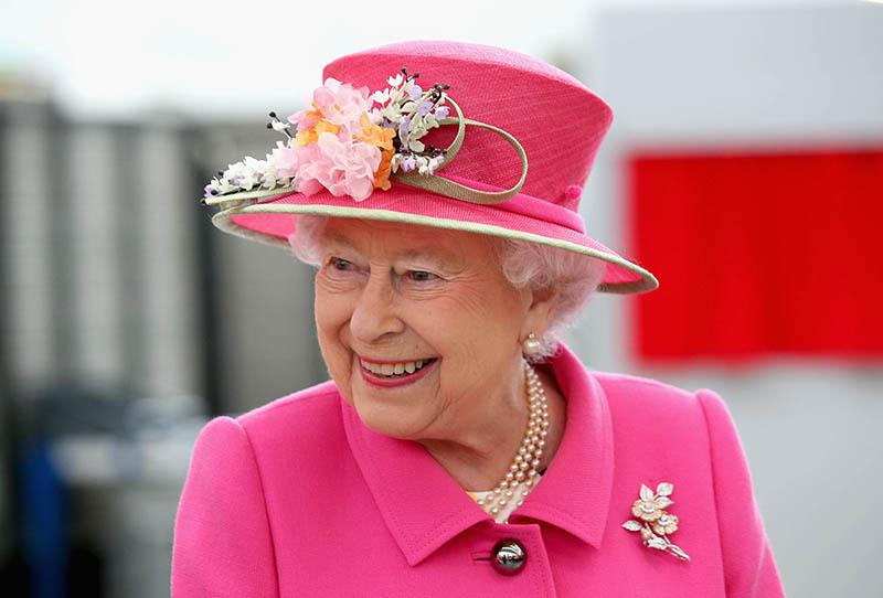 В сеть попали редкие детские фото королевы Елизаветы II