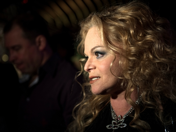 2749320 30.11.2015 Певица Лариса Долина во время празднования Дня мюзикла в ресторане