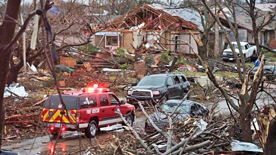 1493651940_chislo-pogibshih-ot-tornado-i-navodneniy-v-ssha-prodolzhaet-rasti
