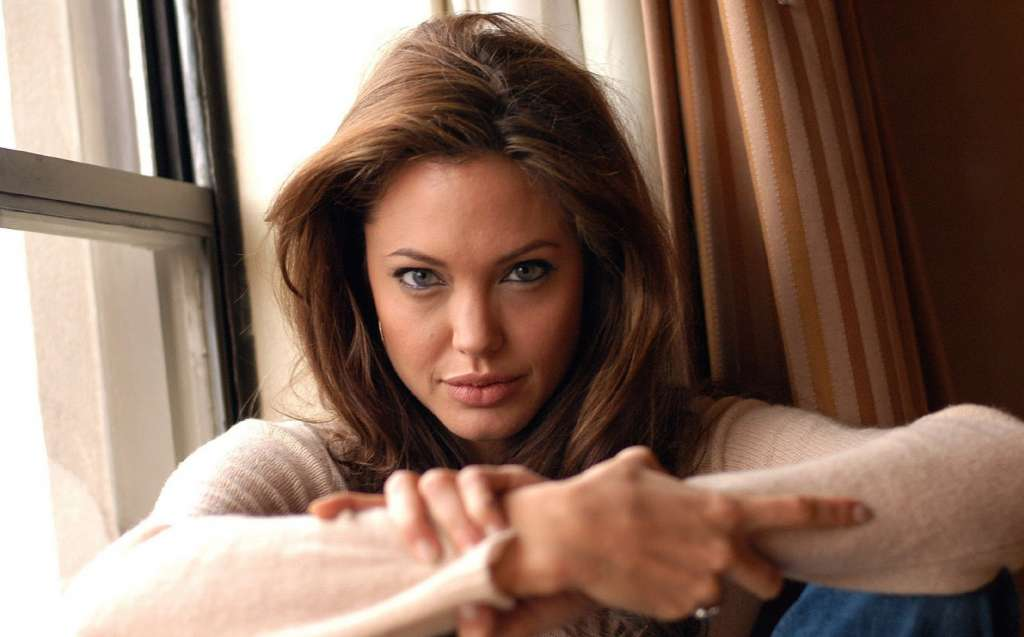 Angelina-Jolie-Wallpaper-6155