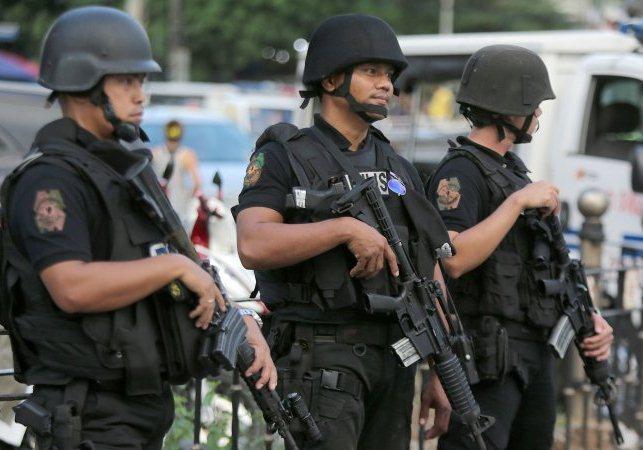 1496400758_policiya-manily