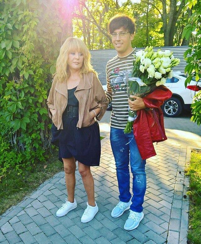 alla-pugacheva-v-smelom-mini-posetila-randevu-laymy-vaykule-v-yurmale_1