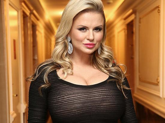 Анна Семенович показала поклонникам своих родителей