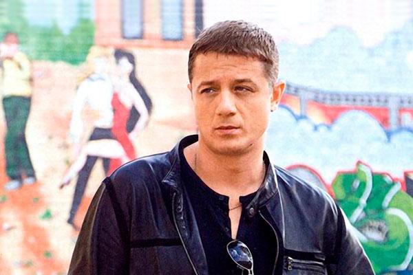 Поклонники удивились из-за чего известный актер жил два дня на вокзале с бомжами